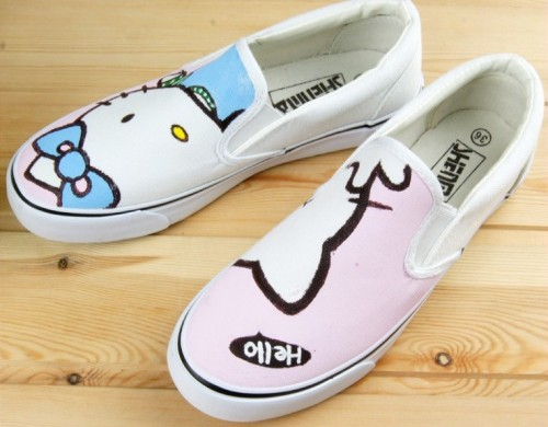 Low Hello Kitty White Pink 2 Hand Painted Canvas Shoes-2