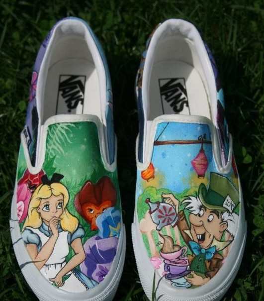 Alice In Wonderland hand painted shoes Slip-on Painted Canvas Sh-1