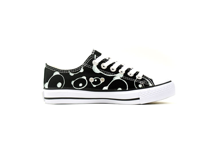 Cute Panda low top shoes Low-top Painted Canvas Shoes-3
