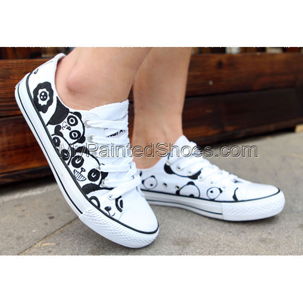 Cute Panda low top shoes Low-top Painted Canvas Shoes